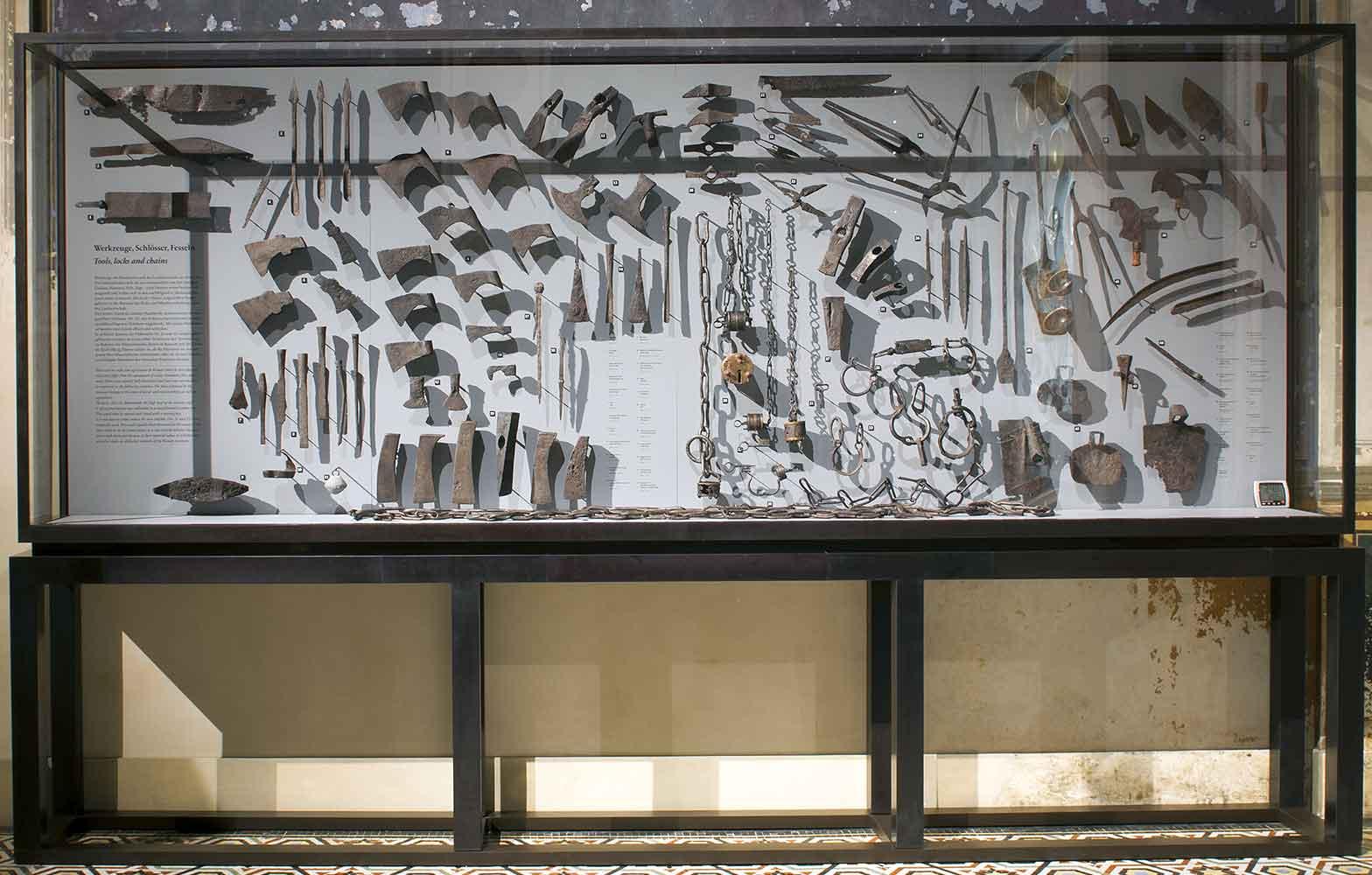 """Neues Museum, Museum für Vor- und Frühgeschichte, """"Der Barbarenschatz von Neupotz"""", Berlin"""